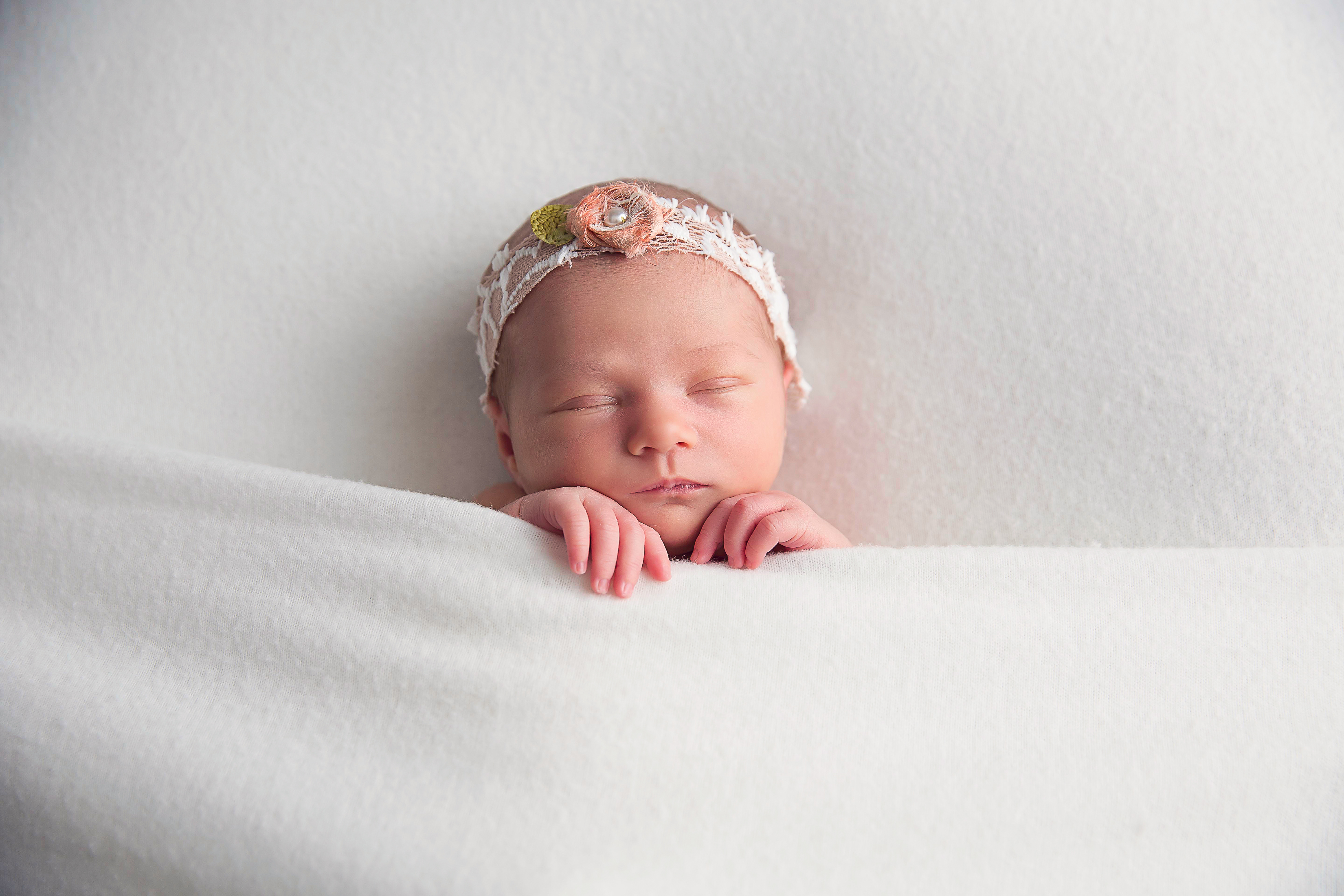 EverleeFoxNewborn65BellaFaithPhotography